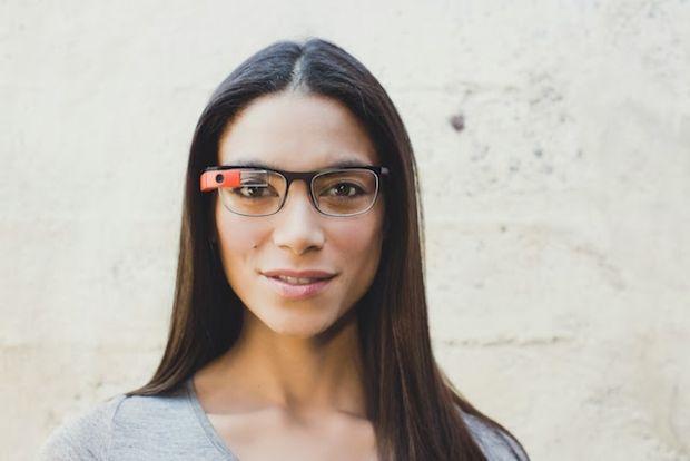 Google Glass, acum si pentru cei care poarta ochelari de vedere. VIDEO