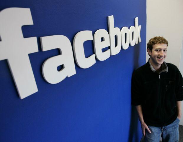 Facebook va implini 12 ani de existenta: Cum arata reteaua de socializare in primii ani de la lansare