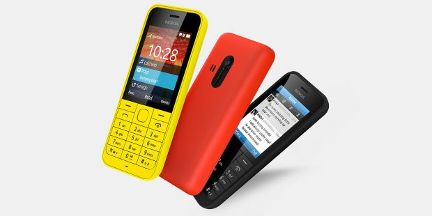 Nokia 220, telefonul de 29 de euro la care bateria te tine o luna. Are Facebook preinstalat. VIDEO