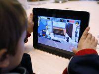 Ce se intampla daca ii dai unui copil mic o tableta. Devine mai inteligent sau din contra?