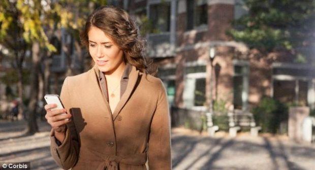 Type n Walk, aplicatia care foloseste camera telefonului pentru a vedea pe unde mergi cand tastezi un SMS
