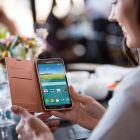 Samsung are un parteneriat cu PayPal, astfel ca poti folosi senzorul de amprenta pentru plati securizate