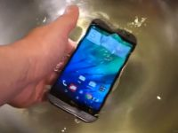 HTC One (M8), testat fara mila. Cum rezista in apa si trantit de beton. VIDEO