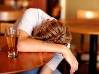 Aplicatia pentru alcoolicii care vor sa scape de viciu porneste alarma daca esti aproape de un bar