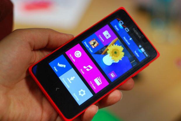 Nokia X si XL, acum in Romania. Primele Nokia cu Android sunt probabil ultimele telefoane ale finlandezilor