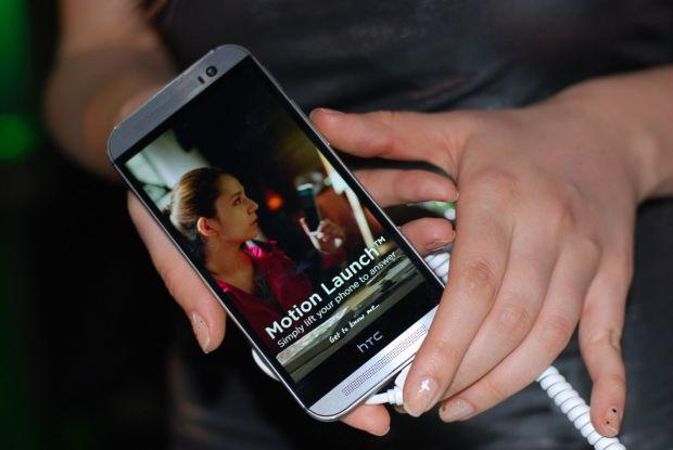 HTC One (M8) s-a lansat in Romania si va fi pe piata de vineri. Noul smartphone e la inaltimea asteptarilor