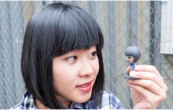 Selfie la puterea a doua. Gadgeturile pentru selfie-ul 3D, prezentate la un targ din Birmingham