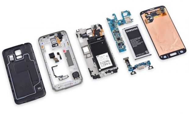 Cat de usor se repara un Samsung Galaxy S5. Telefonul, dezmembrat bucata cu bucata