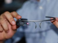 Ochelarii Google Glass vor fi pe piata in America din 15 aprilie