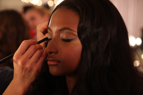 Un fotomodel Victoria s Secret lucreaza ca programator! Cum arata tanara care prezinta pentru Prada si face aplicatii pentru iPhone