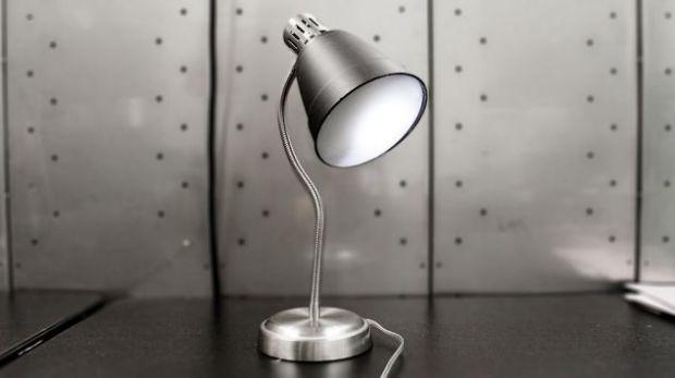 Lampa spion care  asculta  conversatiile, ba chiar le trasmite in sistem livetext