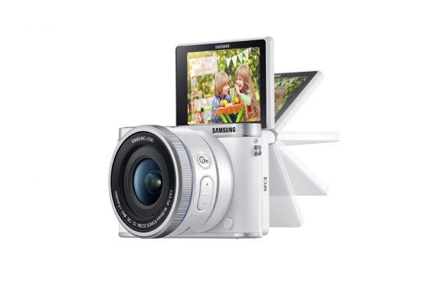 Samsung NX3000. O camera mirrorless cu aspect retro, dar la zi cu selfie-urile