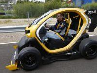 Renault Twizy, masina electrica SF care costa 7.000 de euro a ajuns in Romania
