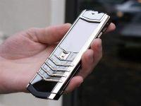 Ultimul telefon Vertu costa cat o masina. Vine cu Android 4.4, are camera de 13MP si este facut din titan