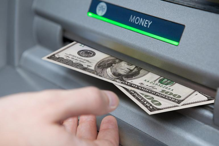 Cum scoti bani din bancomat doar cu privirea. Inventia unor studenti din Cluj-Napoca