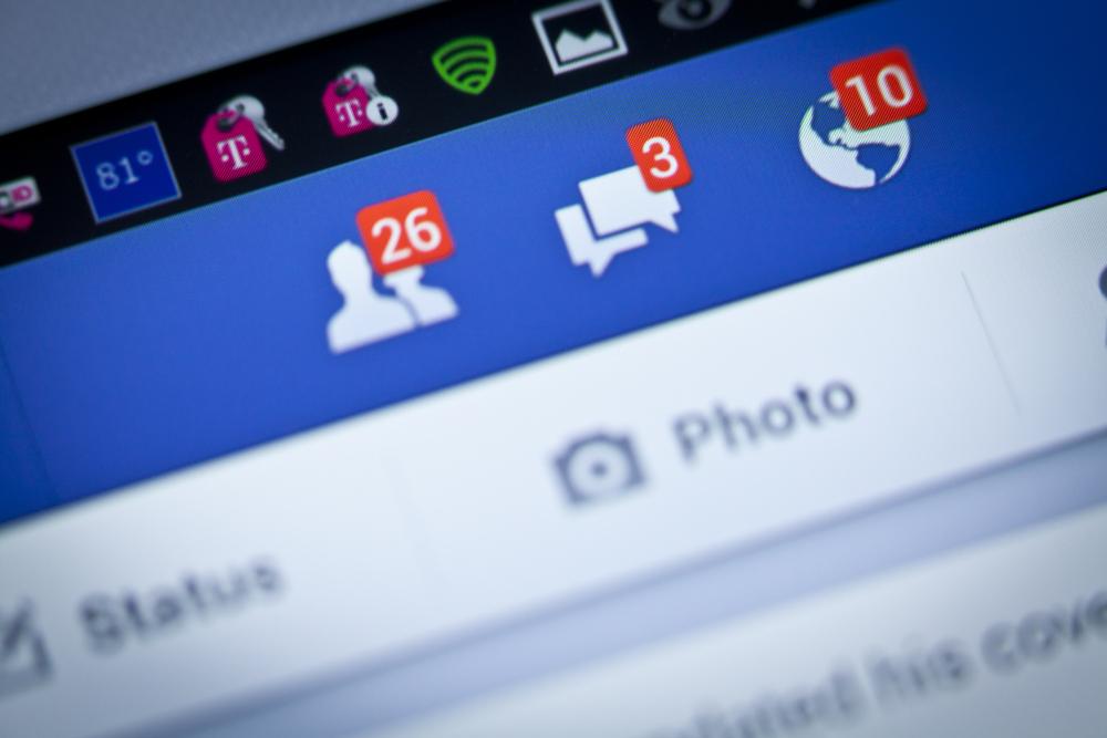 Atentie cu Facebook. Datele tale personale pot ajunge in mainile infractorilor daca nu esti atent unde dai click