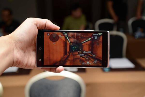 Primul telefon holografic a fost lansat Video