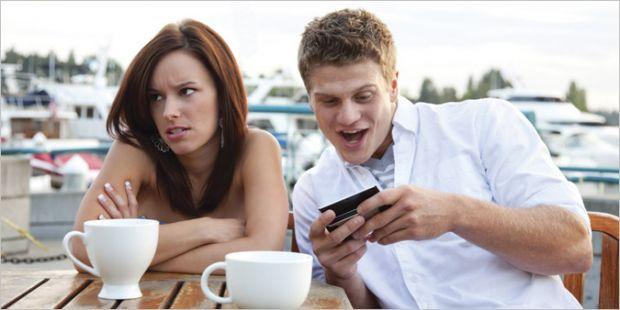 Pleci in vacanta? Codul bunelor maniere la telefon INFOGRAFIC