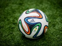 Multi romani s-au uitat la Cupa Mondiala folosind un proiector. Vanzarile liderului de pe piata au crescut spectaculos
