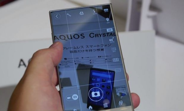 Telefonul cu cea mai subtire rama, Sharp Aquos Crystal, se lanseaza in America. VIDEO