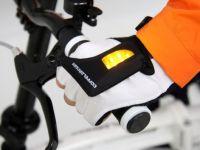 Gadgeturi pentru biciclisti: rucsacul cu semnalizare, manusa cu sageti luminoase si aplicatia antifurt
