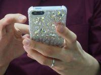 IFA Berlin 2014. Folia care iti protejeaza telefonul de bormasina si carcasa care isi schimba culoarea la soare
