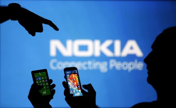 Microsoft renunta la brandul Nokia, dar si la Phone din Windows Phone