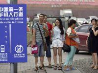 Chinezii au inventat primul trotuar pe care ai voie sa-ti folosesti telefonul mobil