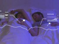 Gadgeturile perfecte in dormitor. Perna inteligenta care iti spune cat de bine ai dormit si aparatul care te ajuta sa visezi