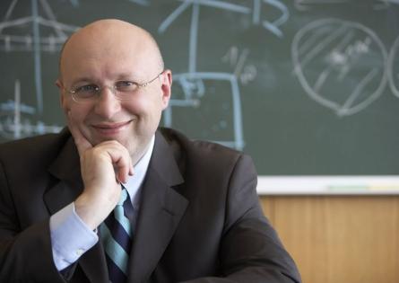 Un cercetator nascut la Arad a castigat Nobelul pentru Chimie