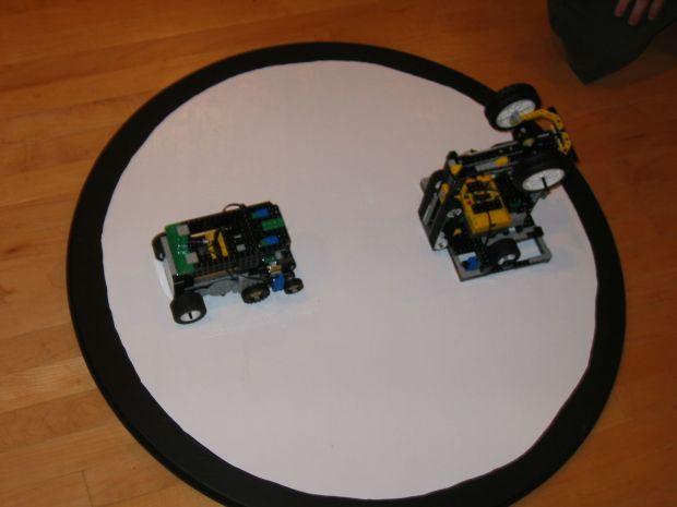 Robotii de sumo si urmaritori de linie se intrec la Robochallenge, in Politehnica