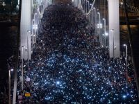 100.000 de oameni au protestat la Budapesta impotriva taxei pe Internet