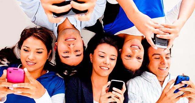 Samsung: 49% din romanii cu smartphone sunt conectati mereu la Internet