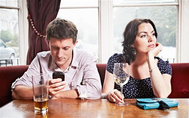 Un studiu demonstreaza ca telefoanele mobile distrug viata intima a utilizatorilor
