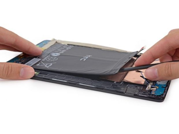 Ce au gasit in acest Nexus 9, dupa ce au luat tableta si au facut-o bucati. FOTO