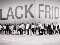 Aproape 30% dintre romanii din mediul urban vor face cumparaturi de Black Friday. Care sunt cele mai cautate produse