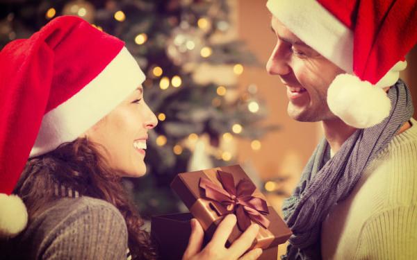 3 cadouri romantice de Craciun la care sigur nu v-ati fi gandit niciodata. Cum ii puteti cuceri inima cu un dar