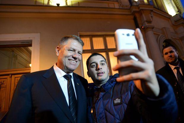 STUDIU IRES: Generatia Facebook si convergenta media au dus la victoria lui Klaus Iohannis