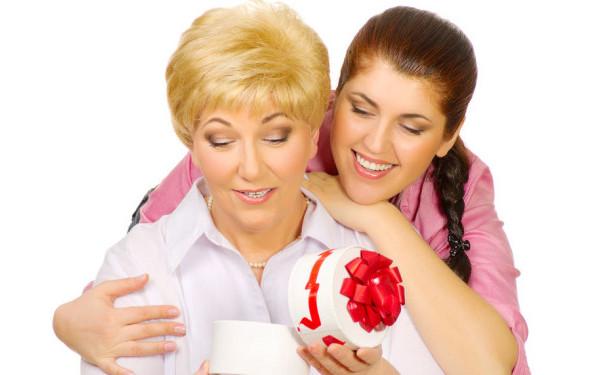 Cadouri de suflet pentru mama ta. Darurile care o vor emotiona de Craciun