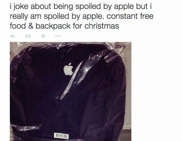 Un angajat Apple a primit cadou de la sefi de Craciun! Ce scria in interior l-a lasat fara cuvinte
