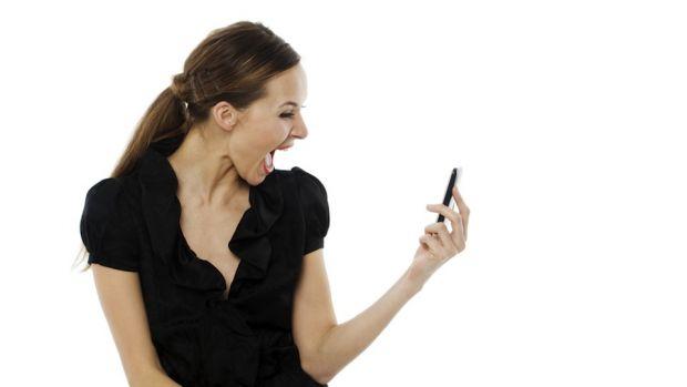 Studiu: persoanele care verifica des telefonul mobil pot suferi de depresie
