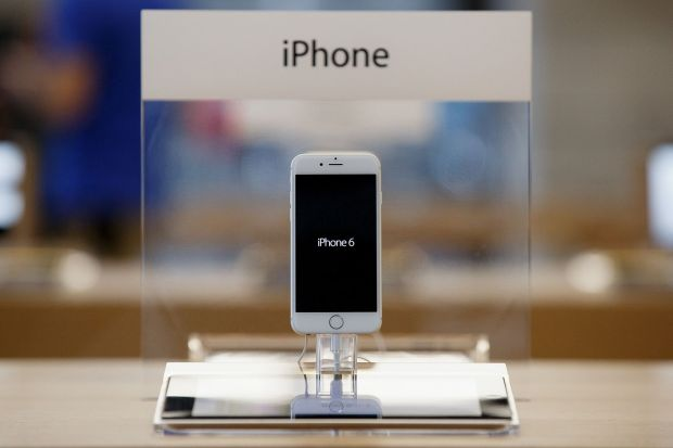 Apple, atacata dur de o rivala:  Preturile de la iPhone-uri sunt revoltatoare!