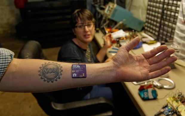Bio-hacking. Kaspersky analizeaza cum poti utiliza corpul uman pentru accesarea internetului