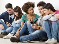 Studiu: Adolescentii se uita mai mult pe Youtube decat la televizor