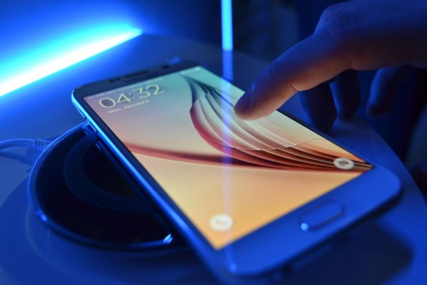 Samsung, acuzata ca a angajat oameni care sa participe la lansarea Galaxy S6! Reactia companiei