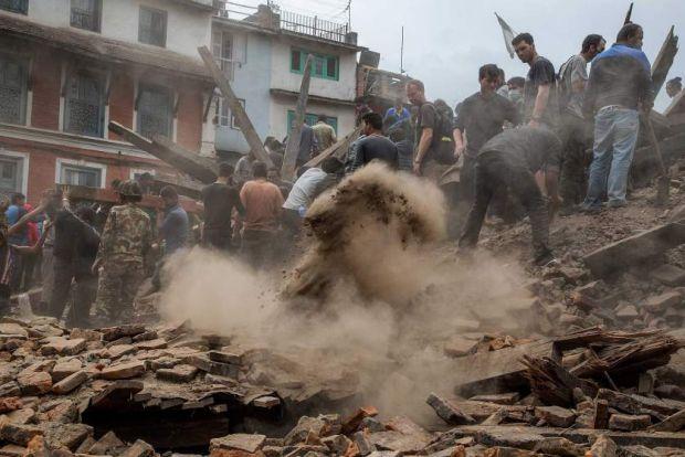 Cum ajuta Google si Facebook dupa cutremurul de 7.9 grade din Nepal in urma caruia au murit peste 2.200 de oameni