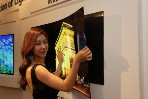 LG a lansat televizorul care se lipeste de perete ca un magnet pe frigider