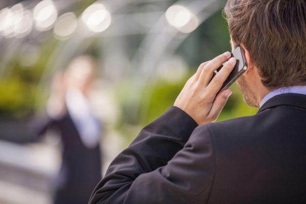 Amazon vrea sa-ti deblochezi telefonul cu urechea
