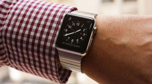 Nu e ceea ce pare! Ce se intampla cand dai mana cu purtator de Apple Watch