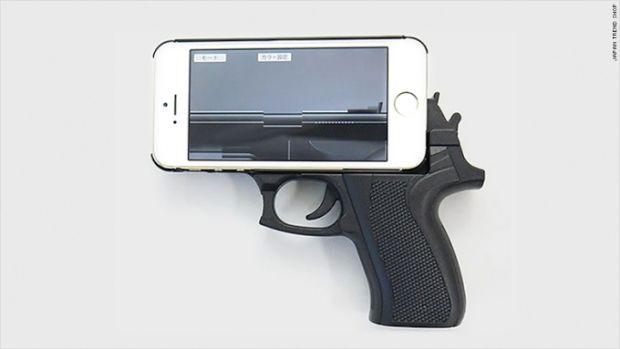 Avertismentul incredibil facut de Politie:  Nu faceti asta cu telefonul! Riscati sa fiti impuscati!